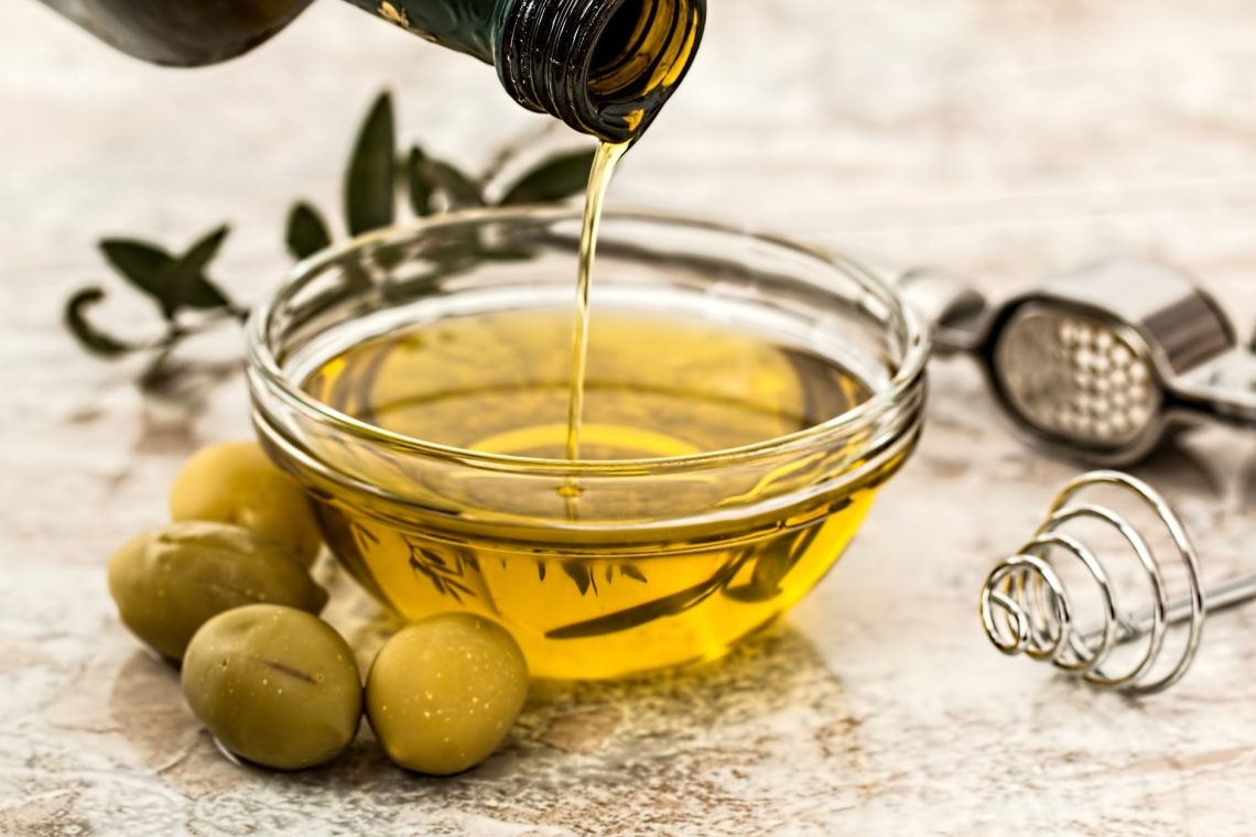 Benefits and Uses of Olive Oil for Skin, Hair and Health